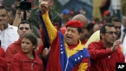 Tổng thống Venezuela Hugo Chavez tuyên bố đã khỏi bệnh ung thư và sẵn sàng ra tái tranh cử