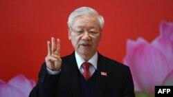 Tổng bí thư Nguyễn Phú Trọng, trong bức ảnh chụp ngày 1/2 tại Đại hội Đảng 13, vừa đón tiếp 2 nhà lãnh đạo đảng của Campuchia và Lào tại Hà Nội, một động thái mà các chuyên gia cho là để củng cố đồng minh trước ảnh hưởng của Trung Quốc.