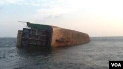 Navio afunda ao largo da costa de Cabinda, 16 de Maio 2014