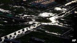 Según datos del Centro de Operaciones de Emergencia Nacional, las lluvias, avalanchas y desbordes de los ríos han matado a 90 personas, arrasado más de 10.000 hectáreas de cultivos y dejado casi inservibles unas 145.000 casas y al 5% de las vías nacionales.