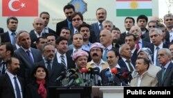 رهبر مناطق خودمختار کردی در جریان یک نشست خبری با مقامهای ترکیه