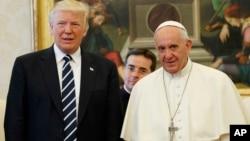 Perezida Trump ari kumwe na Papa Fransisiko i Vaticano mu Butaliyano