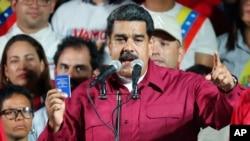 លោកប្រធានាធិបតីវេណេស៊ុយអេឡា Nicolas Maduro ថ្លែងទៅកាន់អ្នកគាំទ្រនៅវិមានប្រធានាធិបតី នៅក្នុងក្រុង Caracas ប្រទេសវេណេស៊ុយអេឡា កាលពីថ្ងៃទី២០ ខែឧសភា ឆ្នាំ២០១៨។