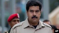 Aunque las corporaciones estatales que está utilizando Nicolás Maduro para gobernar en estados de la oposición son entidades legales, su uso de fondos del gobierno para el proselitismo político durante las campañas no lo es.