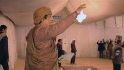 تصویر گرفته شده از تلویزیون دولتی لیبی که معمر قذافی رهبر لیبی را نشان می دهد