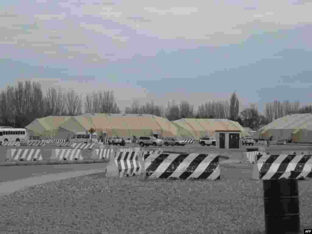 «Манас» - американский транзитный центр
