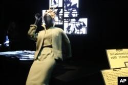 """Kostum ikonik dari masa keemasan sinema sampai sekarang dipamerkan di pameran """"Hollywood Costume,"""" 29 September 2014, di Los Angeles."""