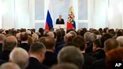 Le président russe Vladimir Putin prononce un discours au Kremlin à Moscou, Russie, 3 décembre 2015