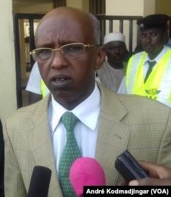Youssouf Abbassalah ministre des Mines, du développement industriel, commercial et de la promotion du secteur privé, à N'Djamena, au Tchad, le 28 avril 2016. (VOA/André Kodmadjingar)