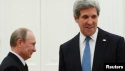 7일 모스크바에서 면담을 가진 블라디미르 푸틴 러시아 대통령 (왼쪽)과 존 케리 미 국무장관 (오른쪽).