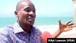 Dodji Kouami Adjaho, géographe, enseignant chercheur à l'université de Lomé, spécialiste en gestion des risques côtiers et de l'environnement littoral au Togo, 19 septembre 2018. (VOA/Kayi Lawson)
