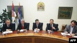 Ministar unutrašnjih poslova Srbije Ivica Dačić održao je sastanak sa rukovodstvom MUP-a o lažnim azilantima u Palati Srbija u Beogradu, 10. maj 2011.