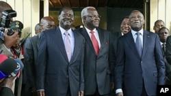 肯尼迪总理(左)塞拉利昂总统(中)和科特迪瓦总统巴博(右)