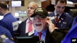 El Dow Jones supera por primera vez barrera de los 21.000 puntos.