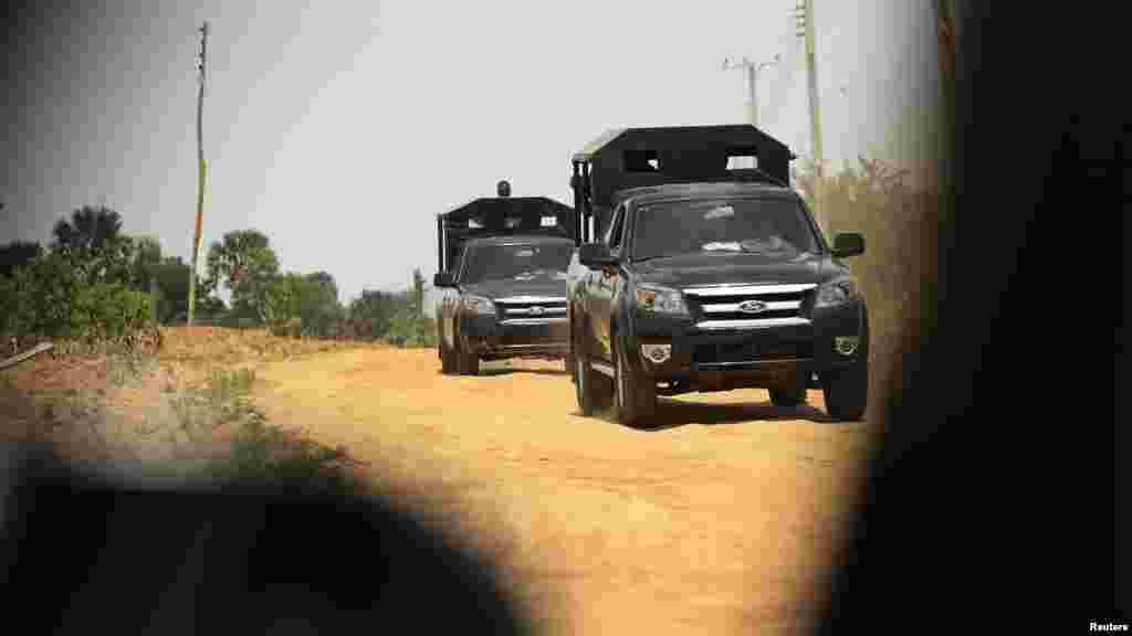 Sojoji suna sintiri a Angwan Gata a jihar Kaduna 19 ga watan Maris na 2014.