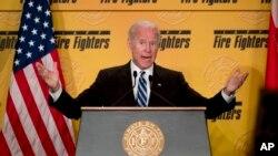 조 바이든 전 부통령은 지난 12일 워싱턴 D.C.에서 열린 소방관 노조 모임에서 연설하고 있다.