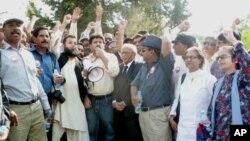 سلیم شہزاد کا قتل، پارلیمنٹ کے سامنے صحافیوں کا احتجاجی دھرنا