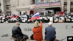 在頓涅茨克的親俄羅斯示威者