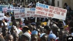Bamako était le théâtre jeudi d'une manifestation à la veille du sommet sur l'intervention militaire envisagée dans le nord du Mali