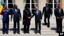 French President Francois Hollande, third right, shakes hands with Nigeria President Goodluck Jonathan, third left as other African presidents look on.