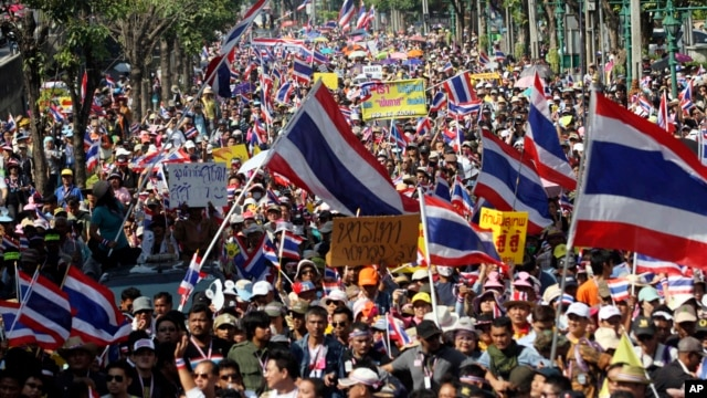 người biểu tình chống chính phủ tuần hành trên đường phố Bangkok hôm Chủ nhật 22/12/13