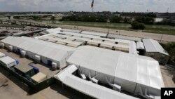 Meksika chegarasiga yaqin hududda o'rnatilgan muvaqqat immigratsion sudlar, Laredo, Texas, 2019-yil, 17-sentabr