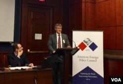 美國共產主義受難者基金會研究員彼得·馬蒂斯(Peter Mattis)5月22日在華盛頓的一場研討會上發言(美國之音葉林拍攝)