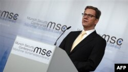 Almanya Dışişleri Bakanı Guido Westerwelle Münih'teki Güvenlik Konferansında konuşurken