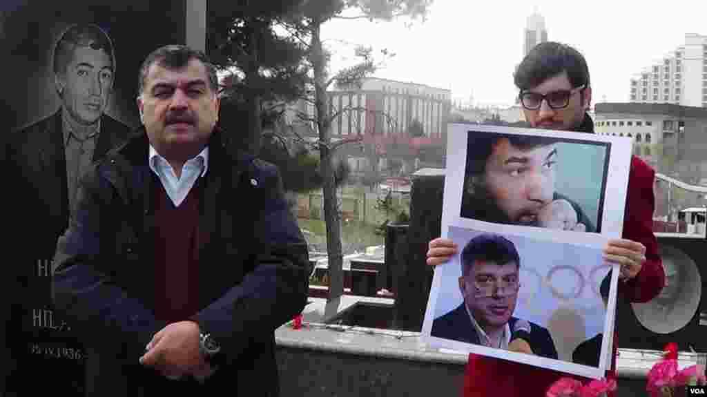 Üzeyir Cəfərov Elmar Hüseynovun məzarı başında