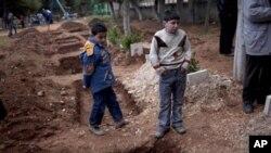 정부군의 총격으로 부모를 잃은 아이들. (자료사진)