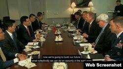 Quyền Bộ trưởng Quốc phòng Hoa Kỳ Patrick Shanahan tiếp Phó Thủ tướng kiêm Ngoại trưởng Việt Nam Phạm Bình Minh hôm 23/5/2019. Photo Bộ Quốc phòng Hoa Kỳ.