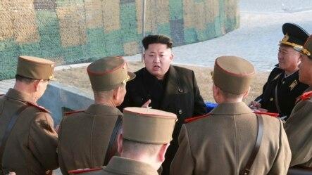 Lãnh tụ Kim Jong Un hướng dẫn cuộc tập trận của các đơn vị quân đội Bắc Triều Tiên.