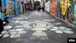 舊金山壁畫展 顯多元社區風貌, 被稱為科拉里昂巷的壁畫項目。