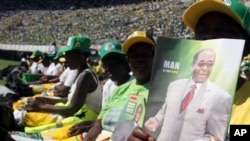FILE: Supporters of Zimbabwean president and Zanu PF leader President Robert Mugabe are seen at his last campaign rally in Harare, July, 28, 2013.