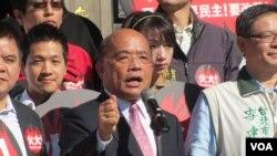 站在麦克风前的是民进党主席苏贞昌(美国之音 张佩芝拍摄)