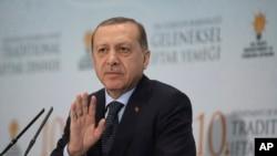 土耳其总统埃尔多安表示坚决支持卡塔尔(2017年6月6日)。