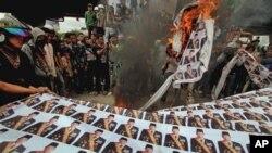 Demonstrasi anti kenaikan BBM di Jakarta awal 2012. (Foto: Dok)
