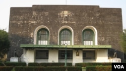 Salah satu gedung di Rangoon University, Burma. (Foto: VOA)