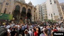 埃及安全部隊和清真寺裡的抗議者一直在緊張對峙
