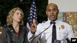 El jefe de la policía de Charlotte, Kerr Putney instó a mantener la calma y a no realizar protestas que se tornen violentas.