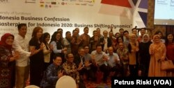 Para pelaku ekonomi di Jawa Timur dalam sebuah diskusi tentang tantangan ekonomi global terhadap ekonomi nasional, di Surabaya. (Foto: VOA/ Petrus Riski).