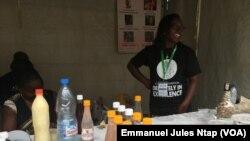 Du chocolat fabriqué au Cameroun exposé à Festicacoa 2019, à Yaoundé, le 10 août 2019. (VOA/Emmanuel Jules Ntap)