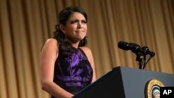 白宮記者晚宴的主持人是美國笑星塞西莉斯特朗