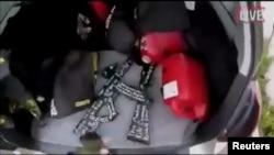 Foto dari sosial media menunjukkan mobil dan senjata yang diduga dipakai oleh tersangka pelaku penembakan di masjid Christchurch, Selandia Baru Jumat (15/3).