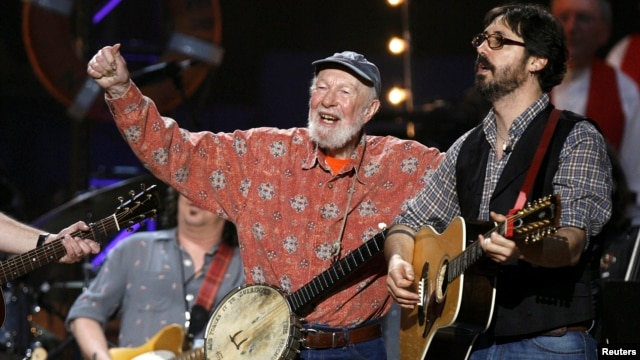 FILE - Musician Pete Seeger (C) performs during a concert celebrating his 90th birthday in New York, May 3, 2009.