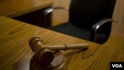 Menurut Mahfud MD: MK memerlukan pengawasan yang lebih efektif, agar para hakim dapat mengeluarkan keputusan yang adil.