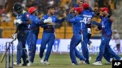 افغان کھلاڑی سری لنکا سے اپنی جیت پر خوشی کا اظہار کر رہے ہیں۔ 17 ستمبر 2018