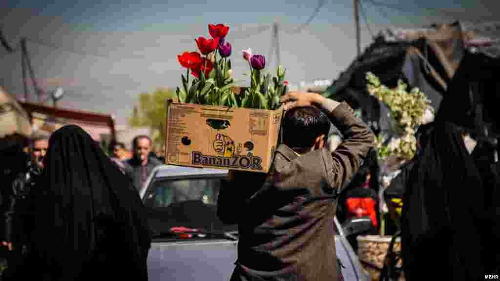 نوروز نویدبخش بهار است و بهار بدون گل معنایی ندارد. پس بازار خرید و فروش گل در آستانه نوروز حسابی داغ است.