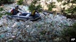 بیشتر زباله های پلاستیک از خشکه به دریاها و اقیانوسها سرازیر میشود