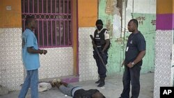 Police officers arrest a man outside the National Penitentiary during a prisoners' uprising in downtown Port-au-Prince, Haiti, 17 Oct 2010
